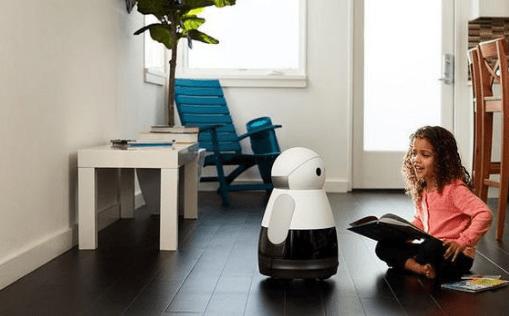 Robot hỗ trợ học bài với trẻ em