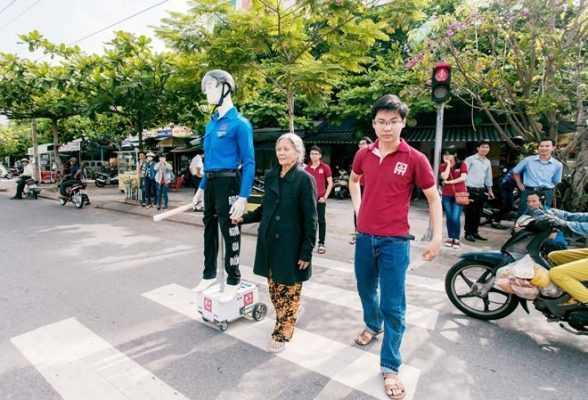 Robot dẫn người qua đường có thể phát ra tiếng nói