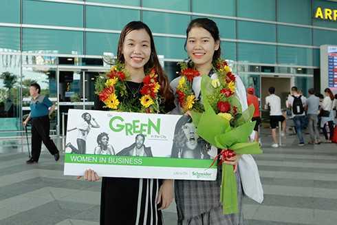 Đoàn Thị Thu Hà và Nguyễn Thị Thanh của trường Đại học Duy Tân (Đà Nẵng)