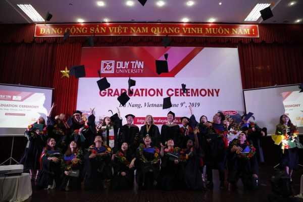 Tân cử nhân ĐH Duy Tân tốt nghiệp năm 2019