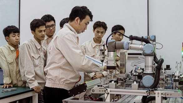 Các cơ sở giáo dục đầu tư máy móc hiện đại phục vụ đào tạo ngành Điện - Điện tử