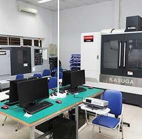 Nhà xưởng và máy móc hiện đại phục vụ đào tạo các chuyên ngành Điện-Điện tử ở ĐH Duy Tân